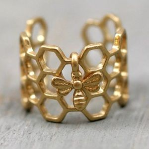 Bee 🐝 & Honeycomb Ring - Gold